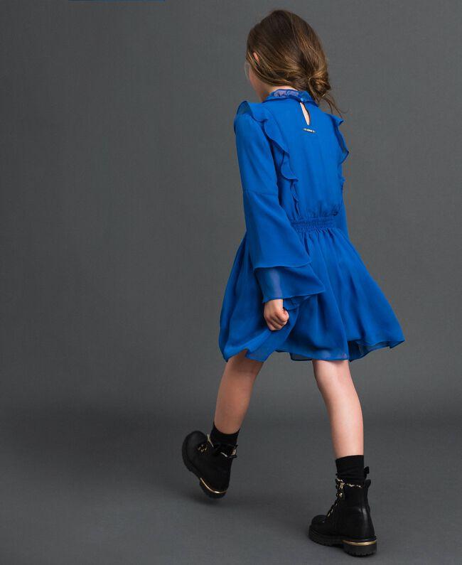 Kleid aus Georgette mit Volants Mittelmeerblau Kind 192GJ2350-03