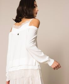 Трикотажная кофта с атласной ложной комбинацией Белый Снег женщина 201TP3073-03