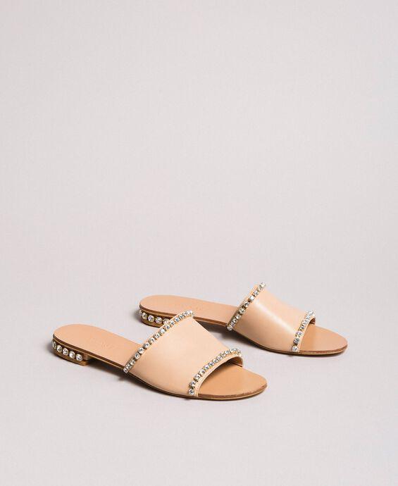 Sandales en cuir ornées de strass