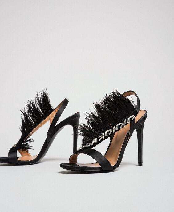 Sandales en satin avec plumes