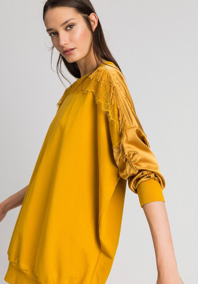Satin maxi sweatshirt with lace and fringes