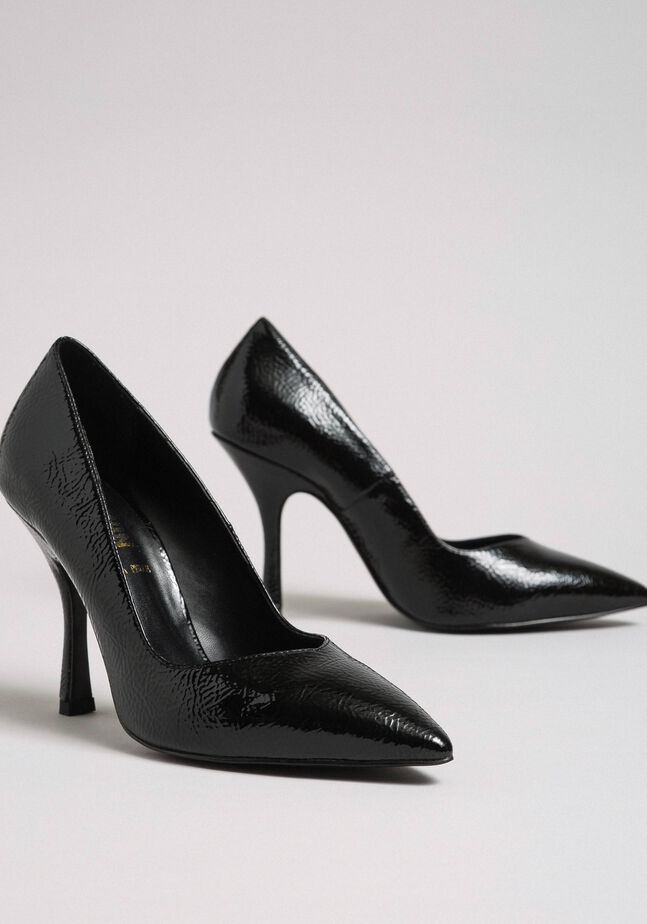 Patent leather court shoes