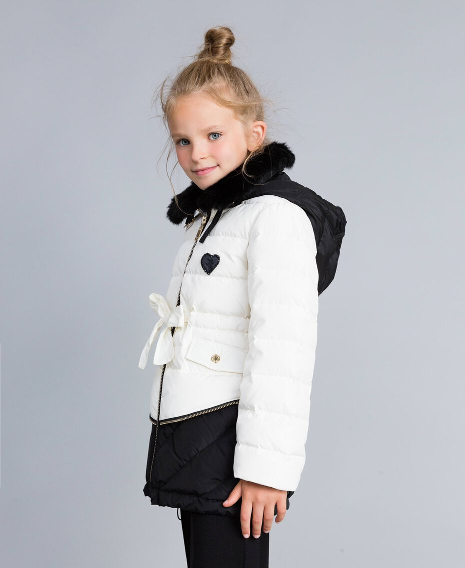 Piumino bicolore con colletto lapin Bicolor Off White / Nero Bambina GA82AU-02