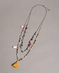 Mehrsträngige Halskette mit Anhänger und Quasten