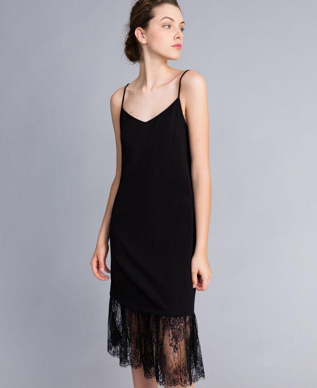 Kleid im Unterkleidstil aus Jersey mit Spitze Schwarz Frau PA82Z2-01