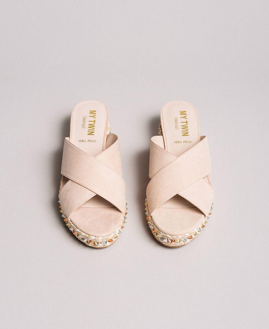 "Wildleder-Sandalen mit Nieten ""Surreal Pink"" Frau 191MCP136-05"