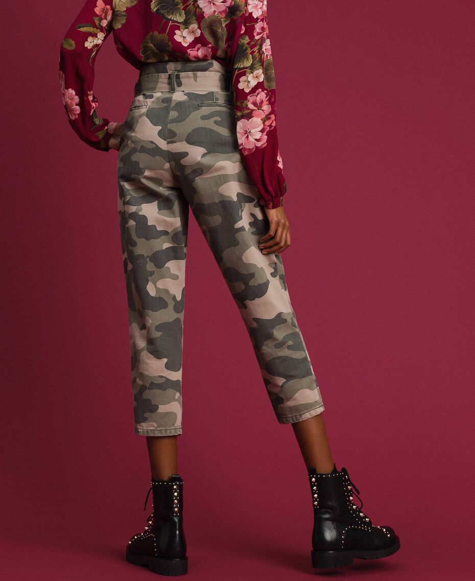 Pantaloni cropped camouflage Stampa Camouflage Donna 192TP2050-03