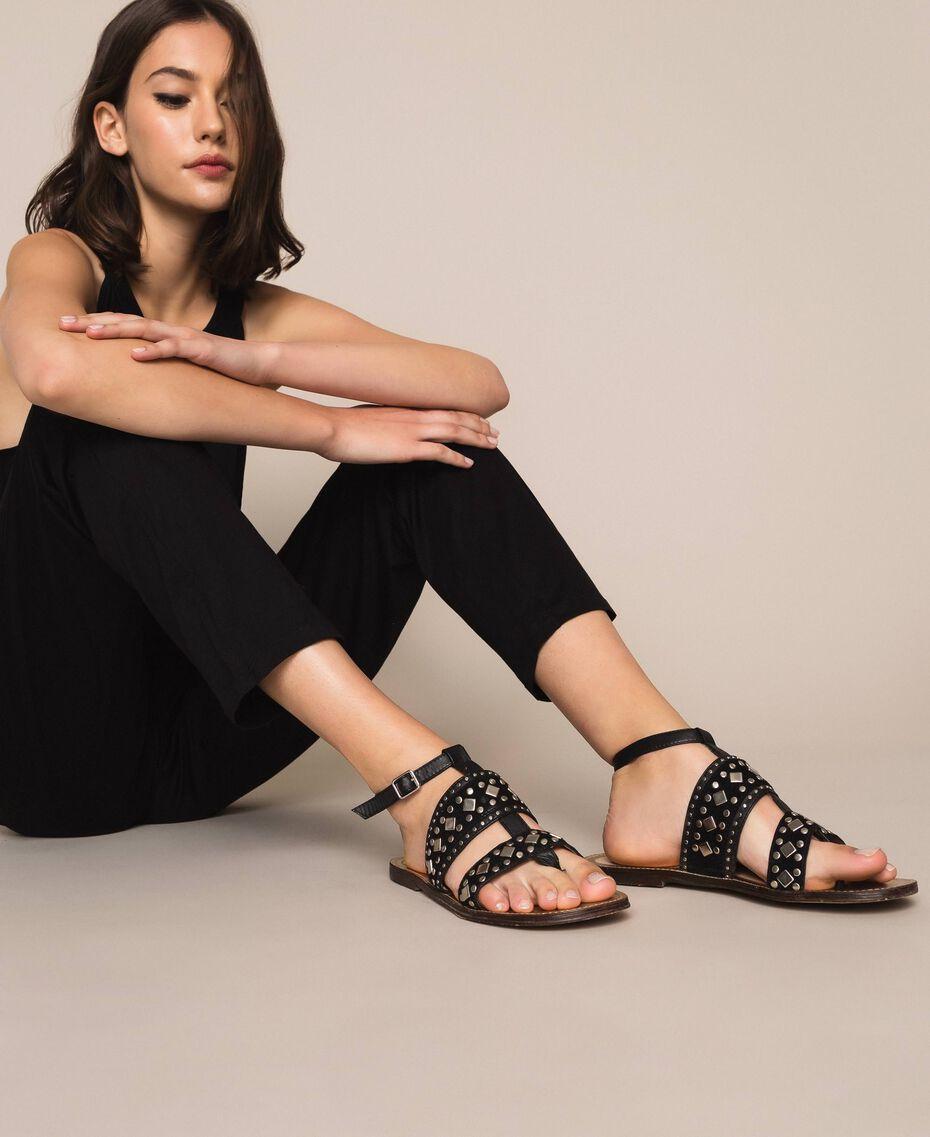 Flache Sandale aus Leder mit Nieten Schwarz Frau 201TCT04A-0S