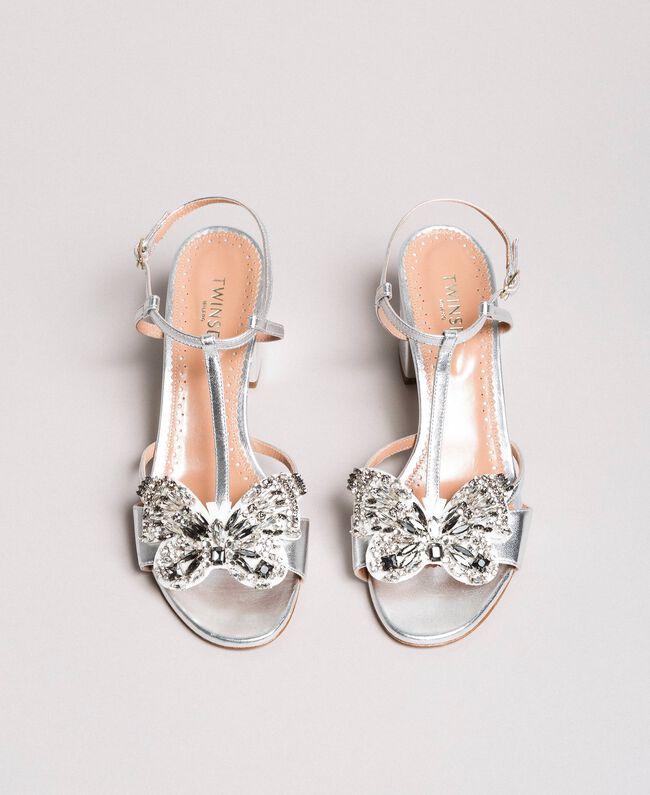 Leder-Sandalen mit Schmuck-Schmetterling Silber Frau 191TCP108-04