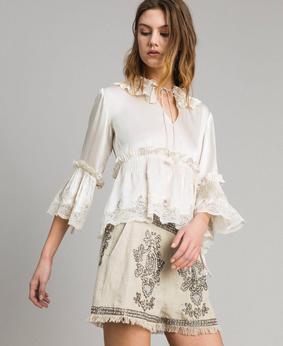 Seiden-Satin-Bluse mit Spitzenbesatz Weiß Schnee Frau 191TT2014-02