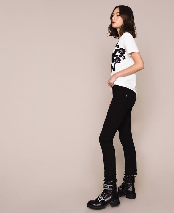 Skinny trousers with frayed hem