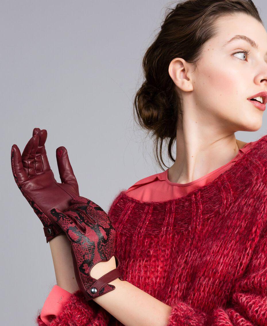 "Handschuhe aus Leder mit Animalierprägung Print ""Snake"" Bordeaux Frau AA8P3B-0S"