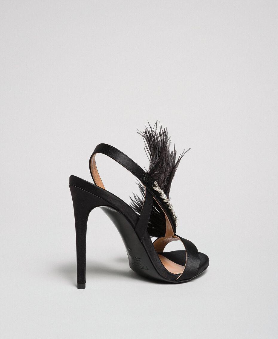 Sandalen aus Satin mit Federn Schwarz Frau 192TQP050-02