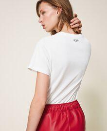 T-shirt con stampa e spille Off White Donna 202MT2303-03