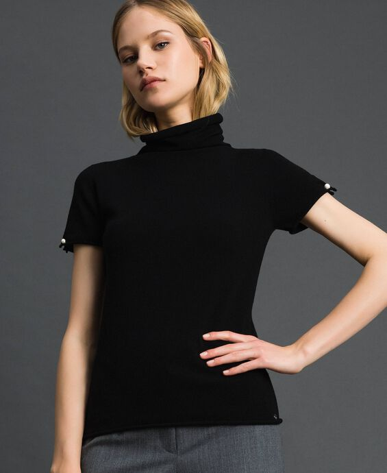 Short sleeve turtleneck with pearl buttons