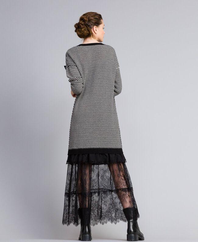 Kleid mit zweifarbigen Streifen und Spitze Zweifarbig kariert Schwarz / Schneeweiß Frau PA8342-03