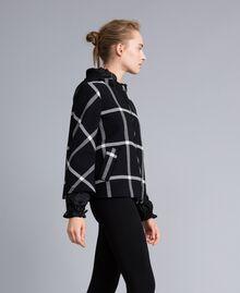 Manteau court en drap à carreaux Bicolore Carreaux Noir / Blanc Neige Femme PA826Y-02
