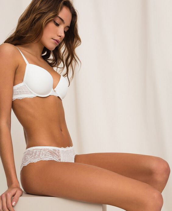 Push-up bra with lace