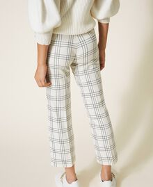 "Chequered wool blend cropped trousers Two-tone ""Snow"" White / Black Woman 202TP254C-05"