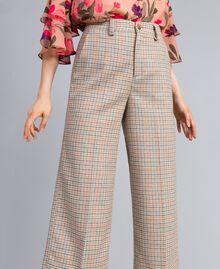 Cropped-Hose aus Flanell mit Karomuster Mehrfarbiges Karomuster Frau TA8212-04
