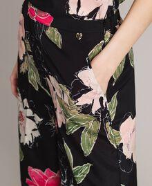 Pantalon en crêpe de Chine à imprimé floral Imprimé Fleur Noir Total Femme 191MT2212-04
