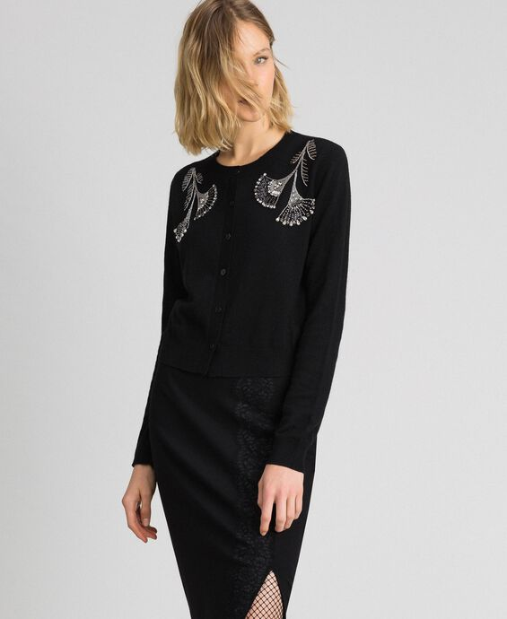 Wool and cashmere Mandarin collar top with floral embroidery