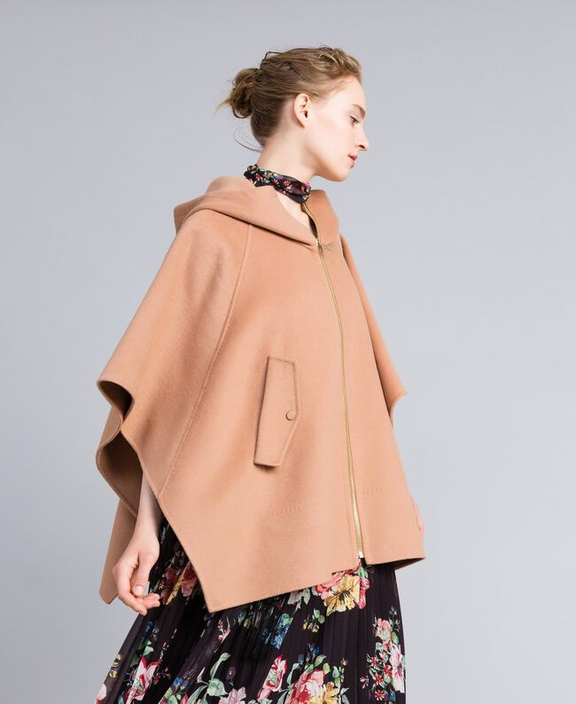 Double cloth cape Camel Woman PA8261-03