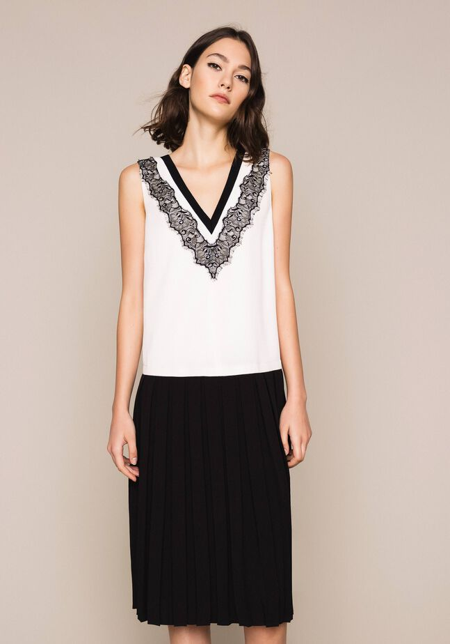 Длинное крепдешиновое платье с кружевом