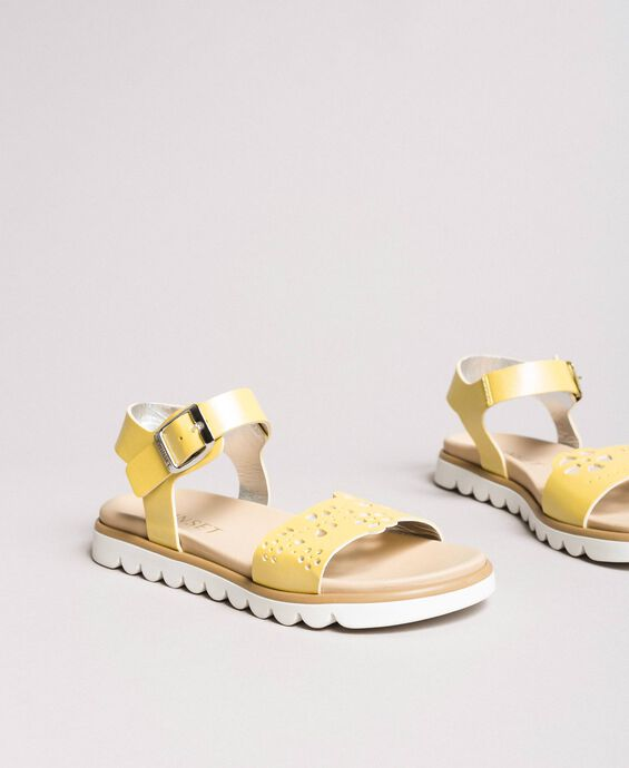 Leather sandals with embroidery