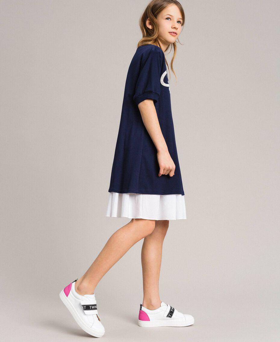 Kleid aus Milano-Strick mit Popeline-Volant Zweifarbig Indigo / Optisch Weiß Kind 191GJ2211-02