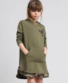 Robe en molleton avec capuche et patch papillon Vert «Alpin» / Imprimé Camouflage Enfant 192GJ2561-01