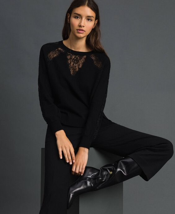 Jumper with lace inlays