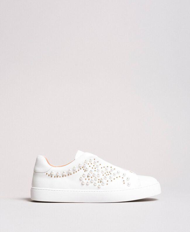 Nietenleder-Sneakers mit Perlen Weiß Frau 191TCP220-04