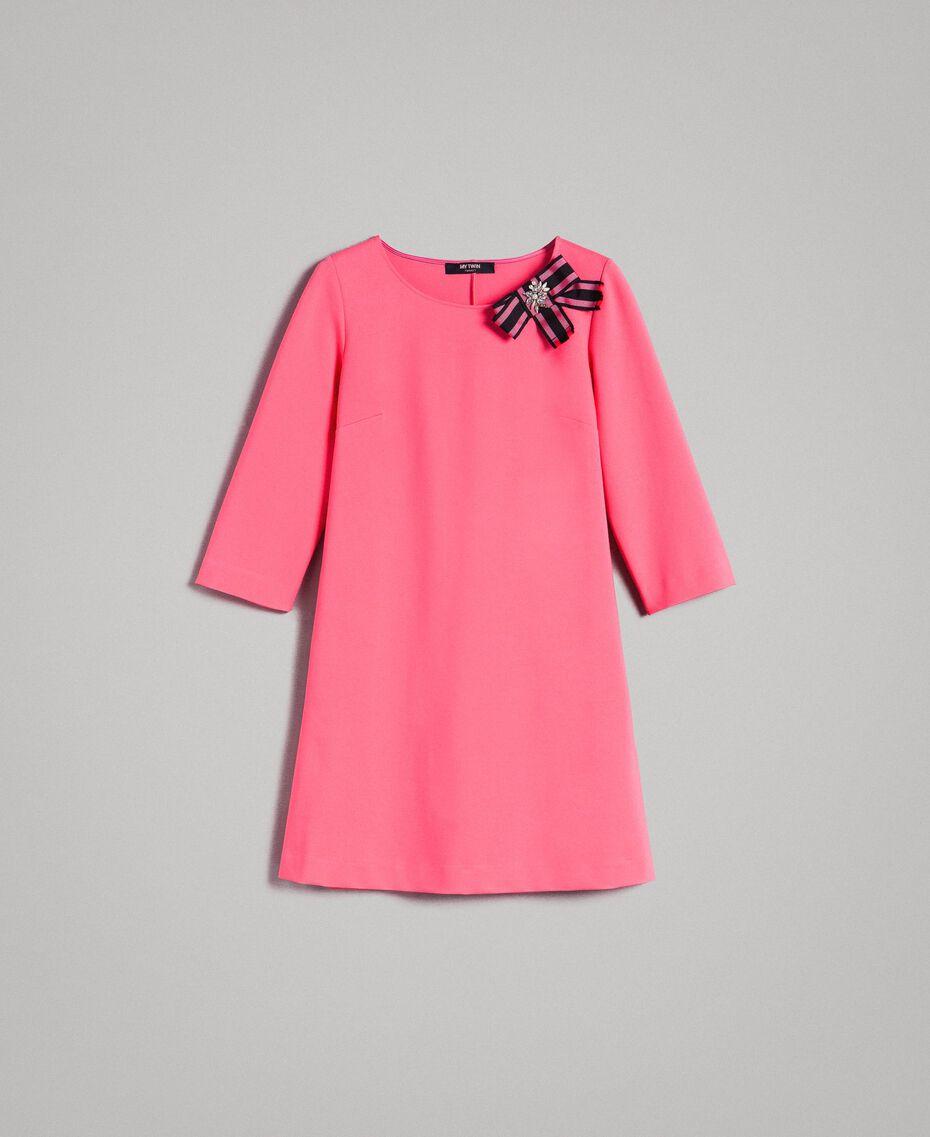 Kleid mit Schleifenbrosche Rosa Kamelie Frau 191MP2154-0S