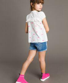 Plumetis shirt with butterflies Optical White / Neon Fuchsia Embroidery Child 191GJ2371-03