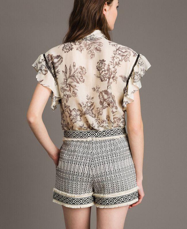 "Ethnic-motif jacquard shorts ""Marzipan"" Beige / Black Jacquard Woman 191TT2432-04"