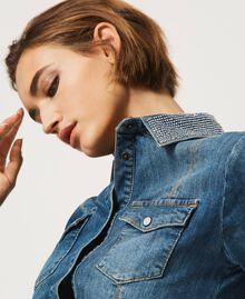 "Hemdblusenkleid aus Jeans mit Nieten Mittleres ""Denimblau"" Frau 202MP2473-05"