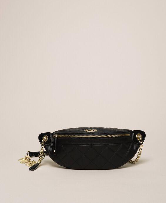Поясная сумка из стеганой искусственной кожи с шармами