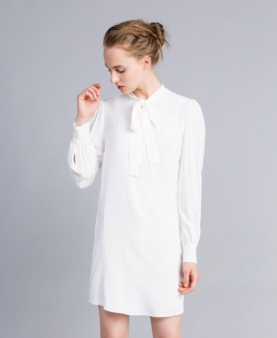 Tunikakleid aus Seidenmischung Weiß Schnee Frau PA828D-02