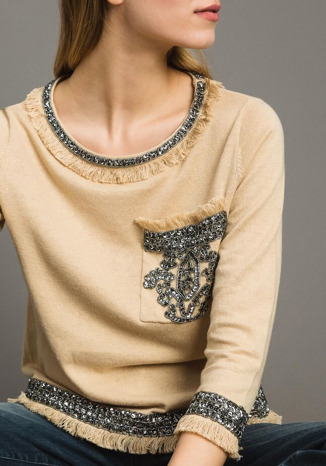 Linen blend top with embroideries