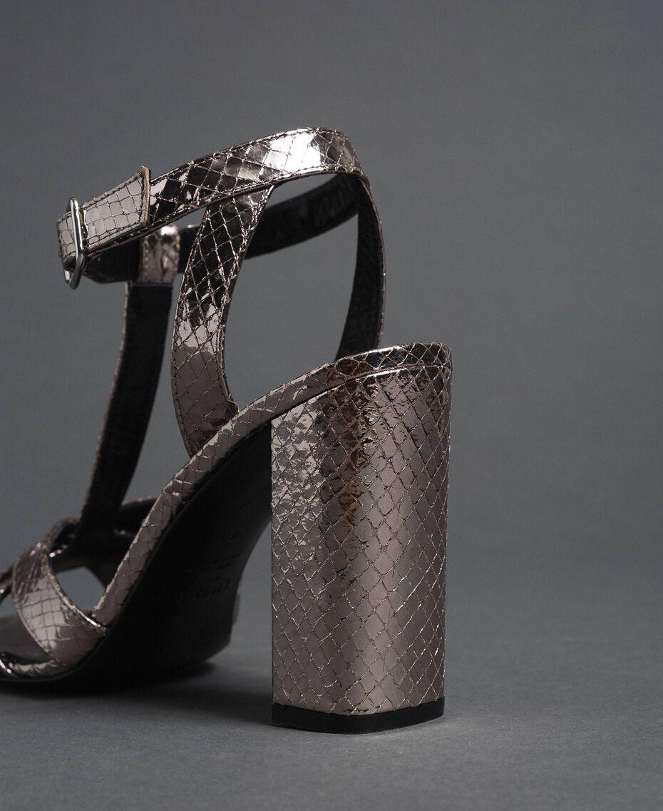 T-Bar-Sandalette aus Metallic-Leder Pythonprint Silber-Metallic Frau 192TCP12J-03