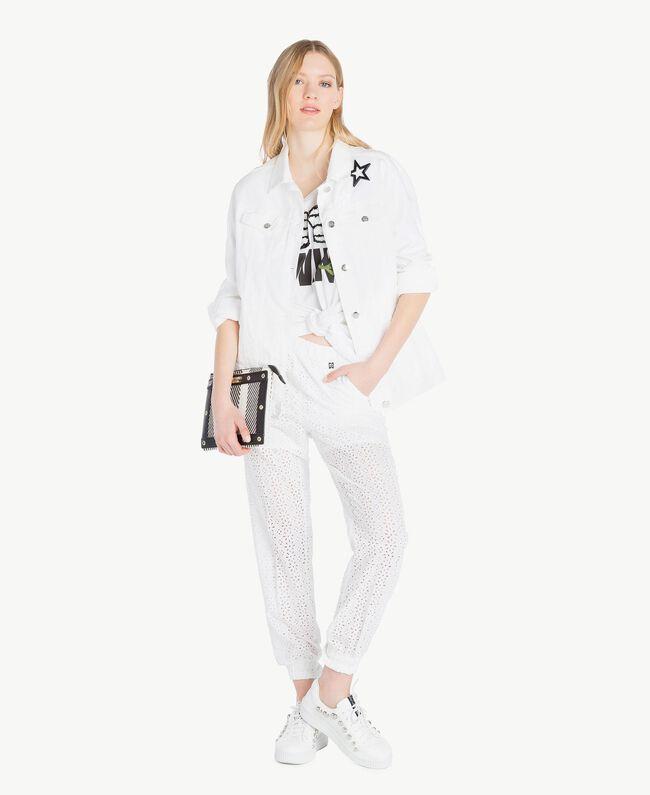 Maxi-T-Shirt mit Stickerei Weiß Frau YS825F-05