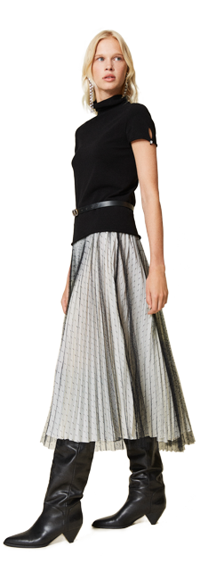 30-shop-by-look-feminin-schwarz-weiß-plissees-tuell-Damen-herbst-winter-2021