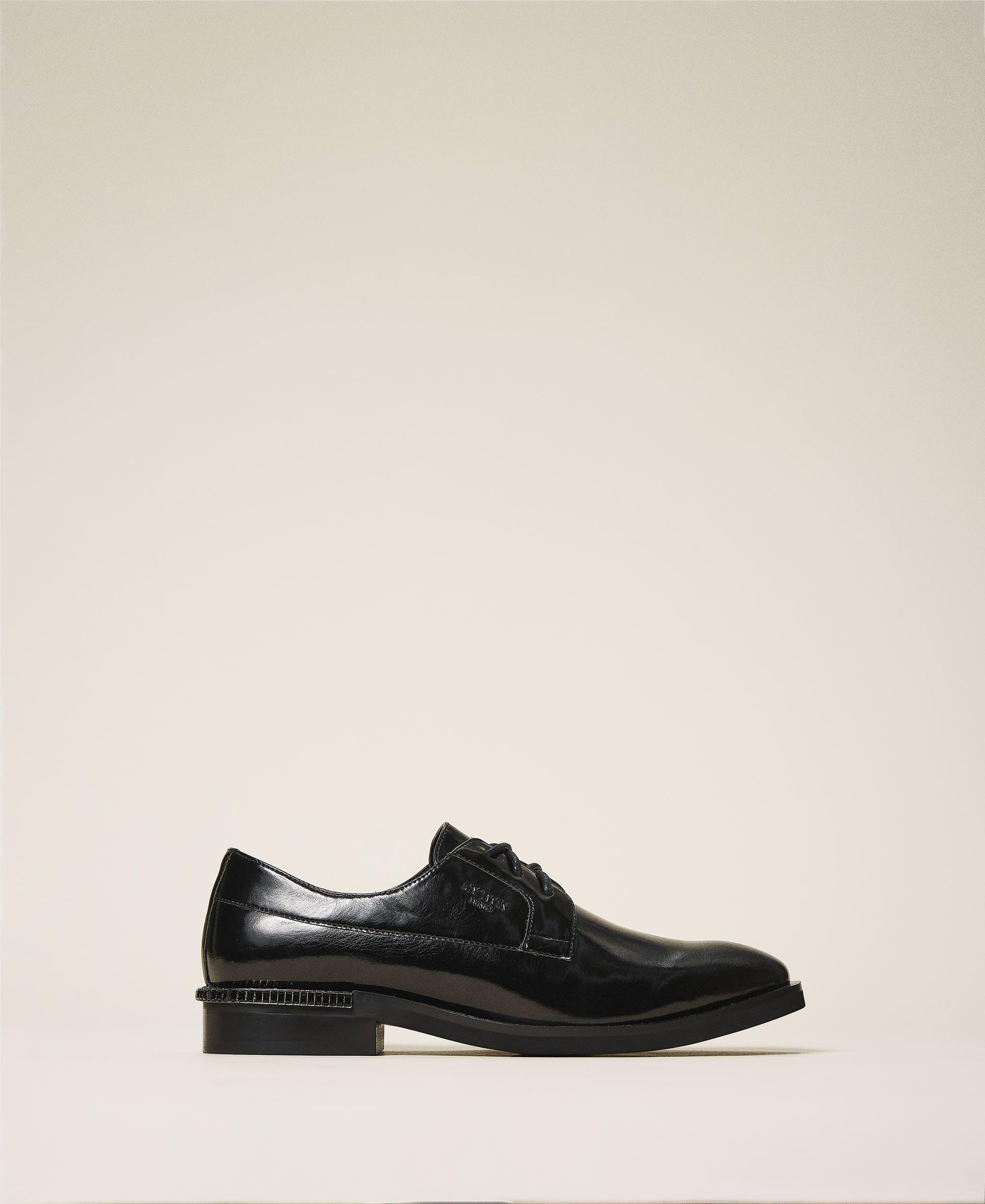 Tie-up shoes with decorative heel