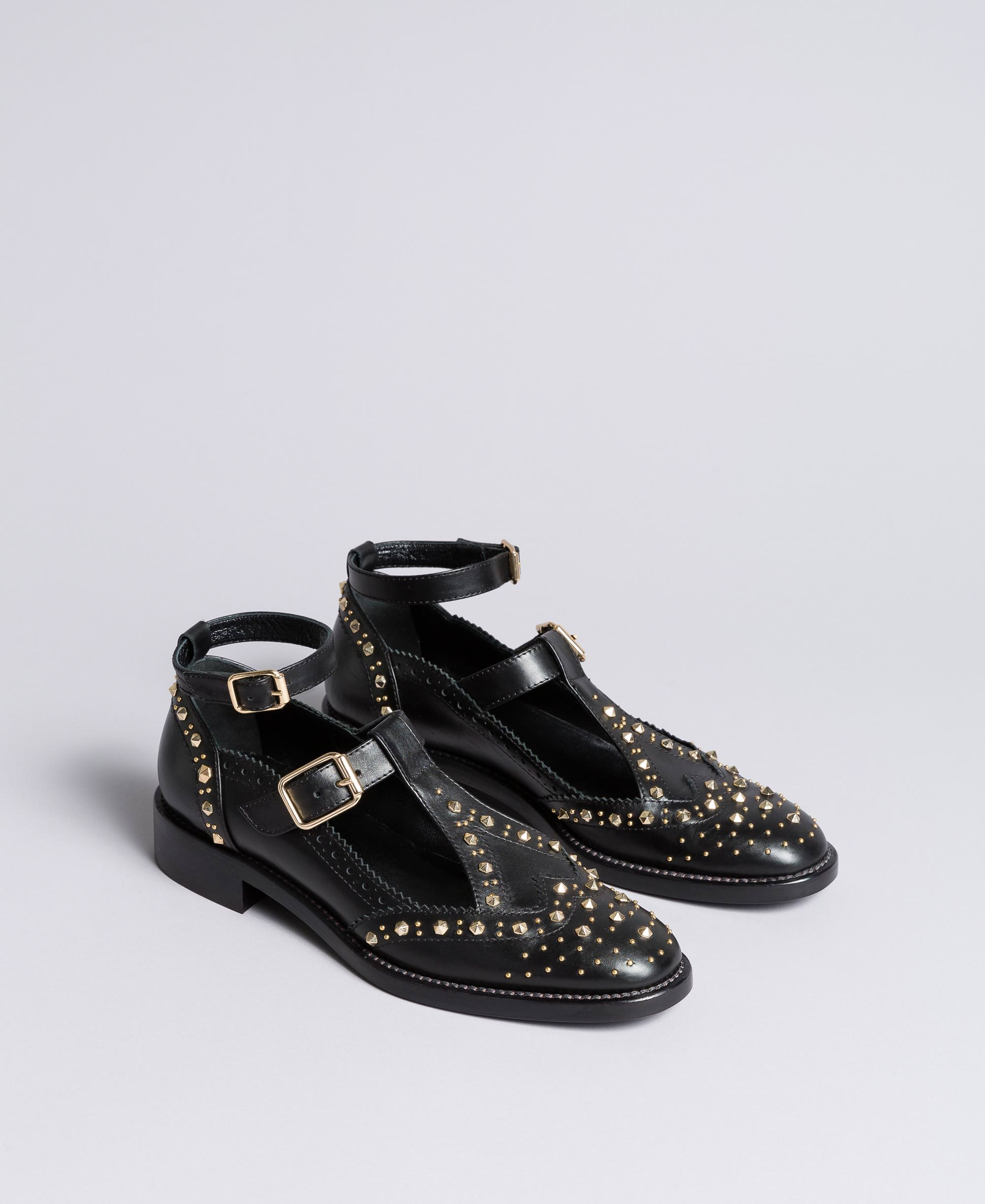 Cut-out leather shoes with studs