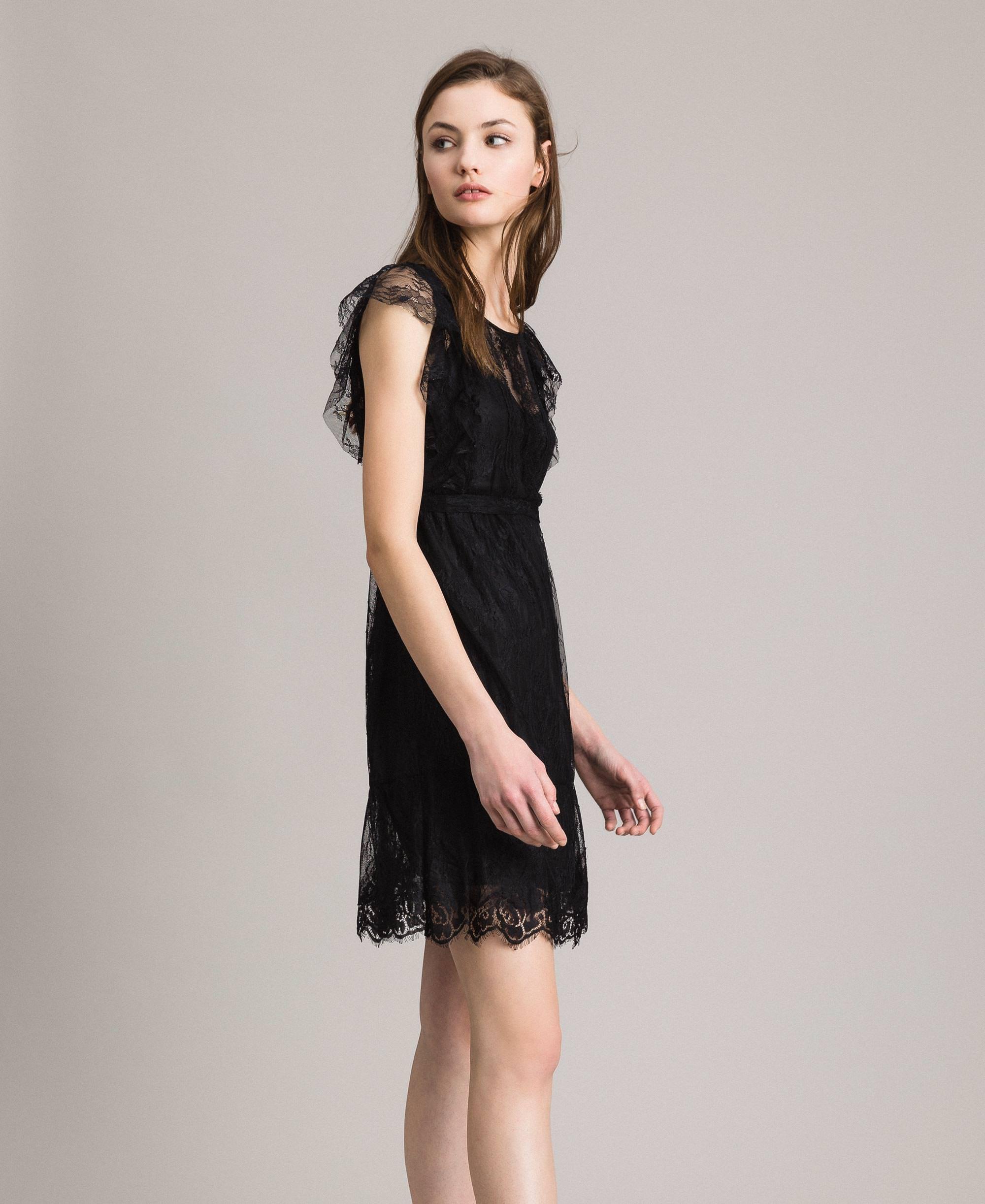 Chantilly Kleid Mit Spitze Und Gurtel
