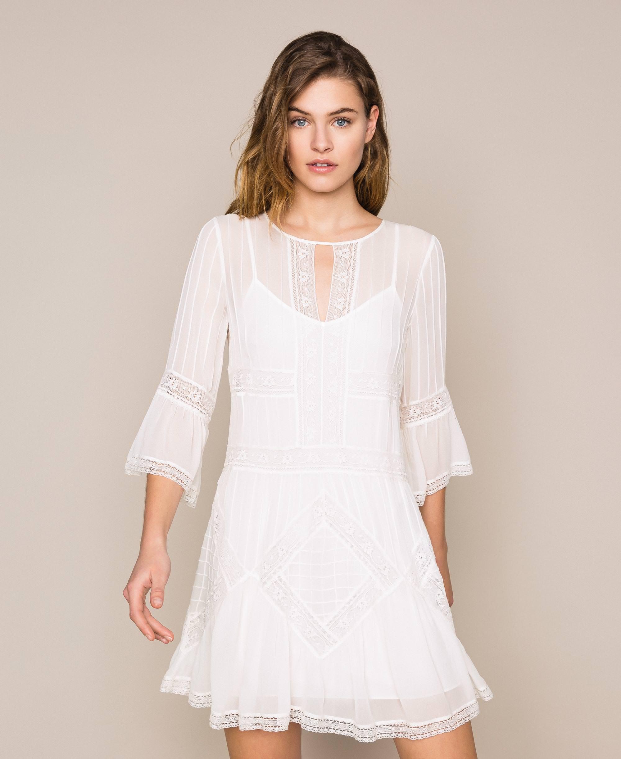Kleid aus Georgette mit Stickereien und Spitze Frau, Weiß
