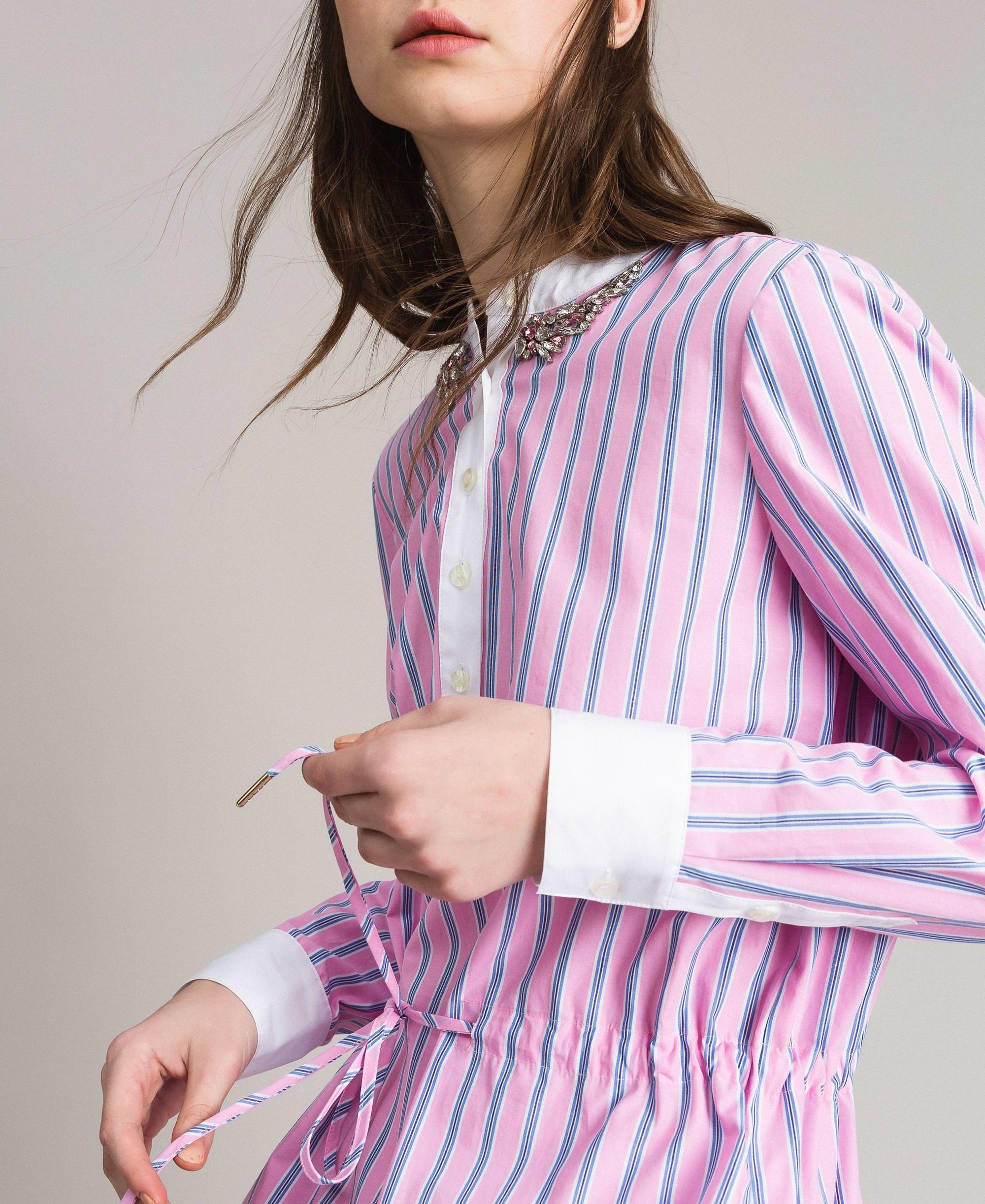 gestreiftes kleid aus popeline mit stickerei