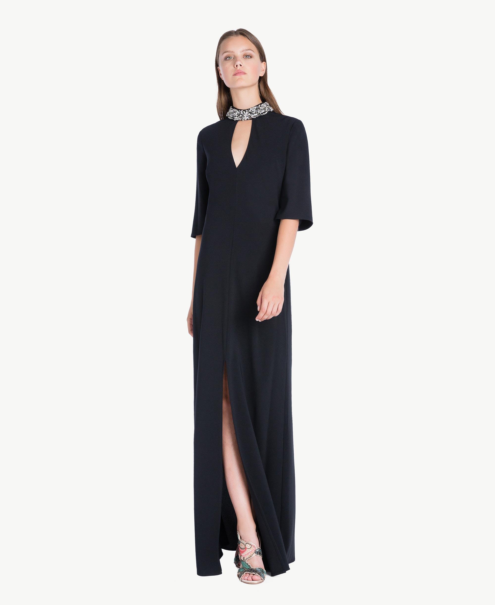 langes kleid mit stickerei