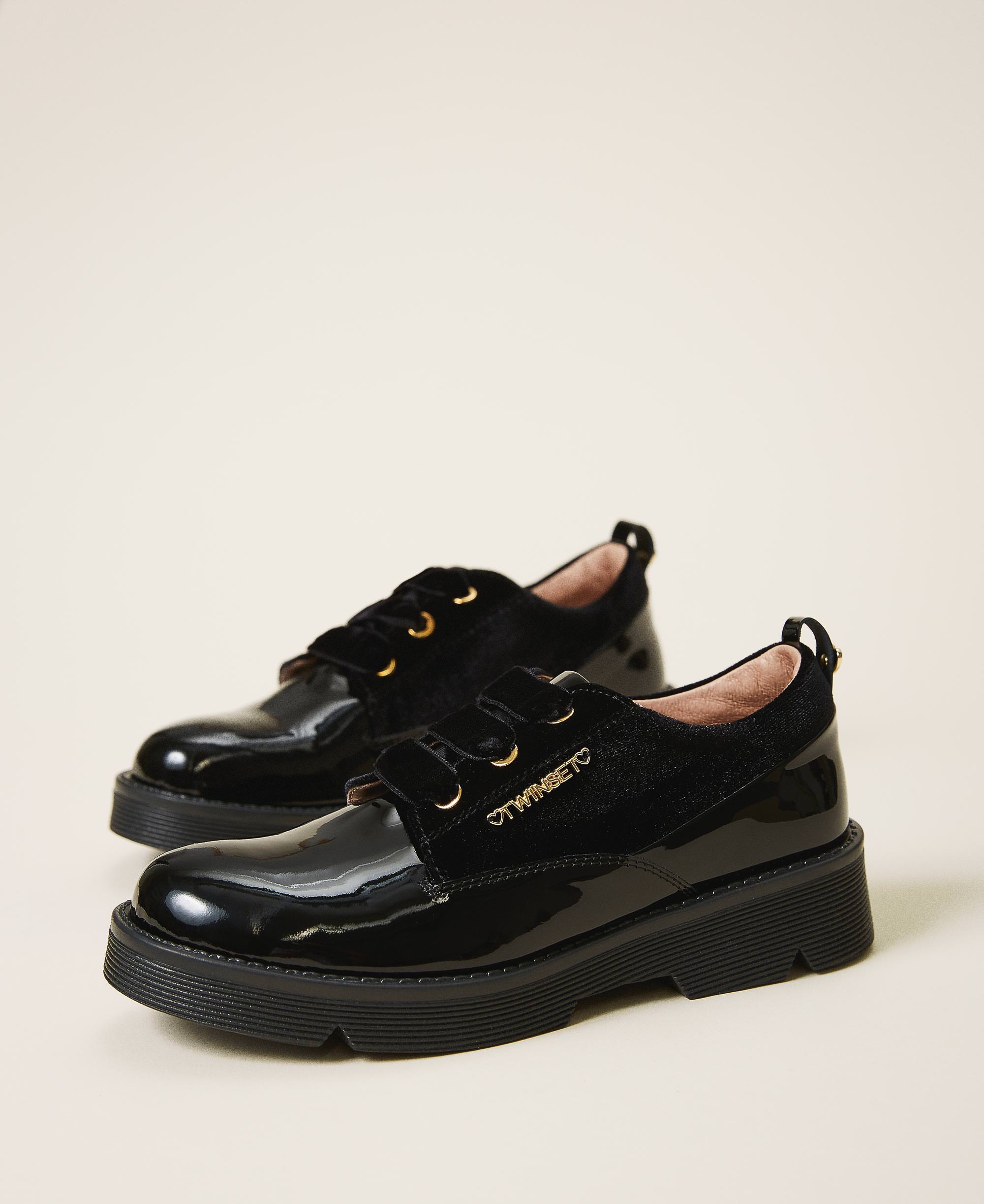 Patent leather tie-up shoes Child